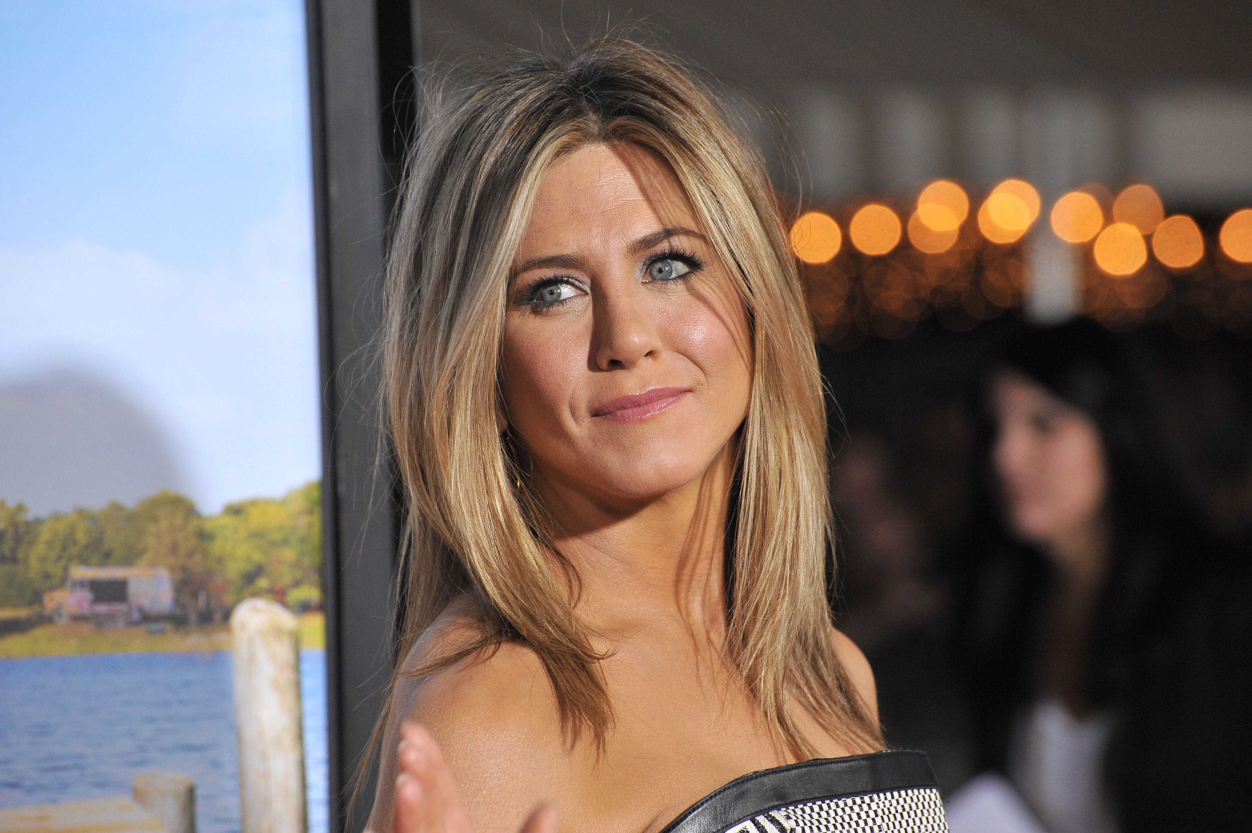 Jennifer Aniston Makes Best Use Of Non Surgical Treatments